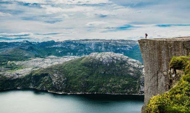 Hiking Preikestolen In Norway (The Pulpit Rock)