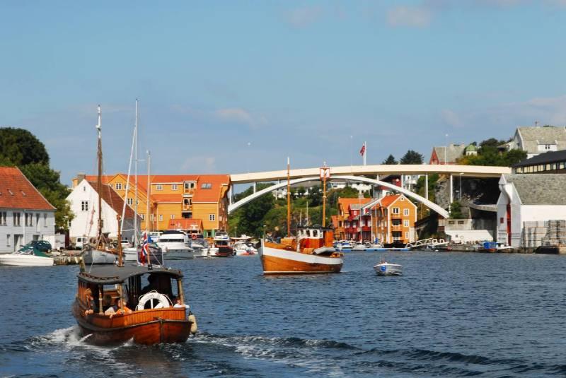 Haugesund and boats