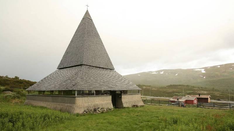 A unique mountain church along the Kongevegen