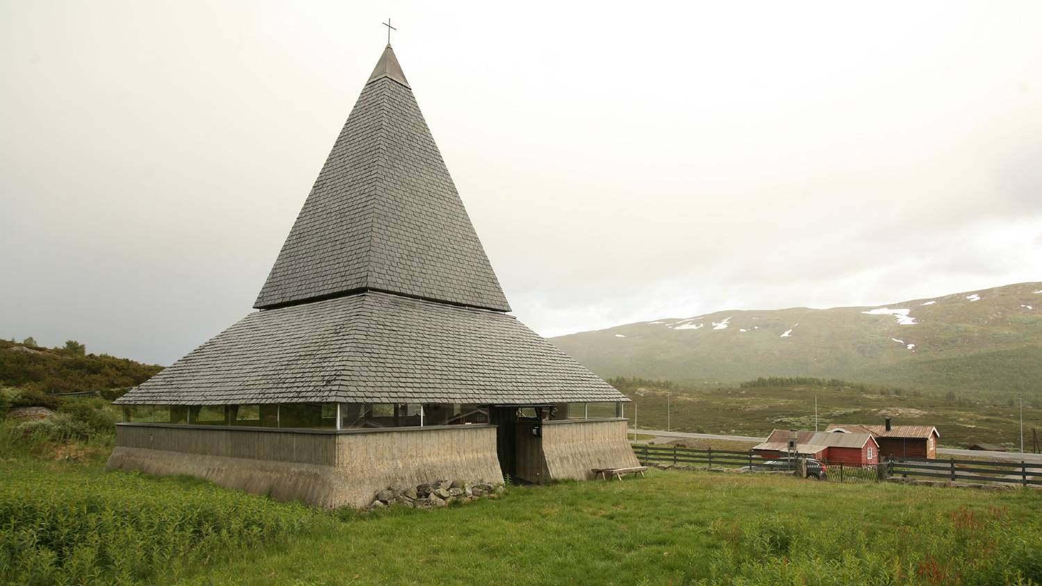 A unique mountain church along the Kongevegen