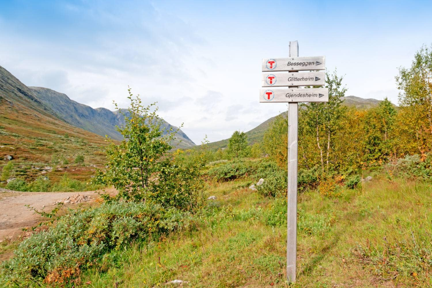 Trail sign showing you to the start of the Besseggen ridge